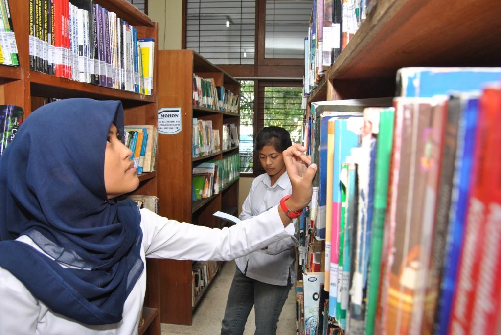 Segudang Ilmu Yang Bermanfaat di Perpustakaan