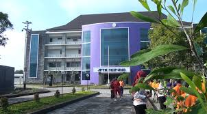 Gedung Kampus V UNS. Jauh dari pusat asal tetap Jaya